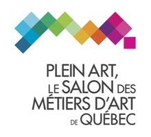 Logo : des petits carrés colorés sont collés un les autres, formant une sorte de « ligne » croche. Plein art, le Salon des métiers d'art de Québec