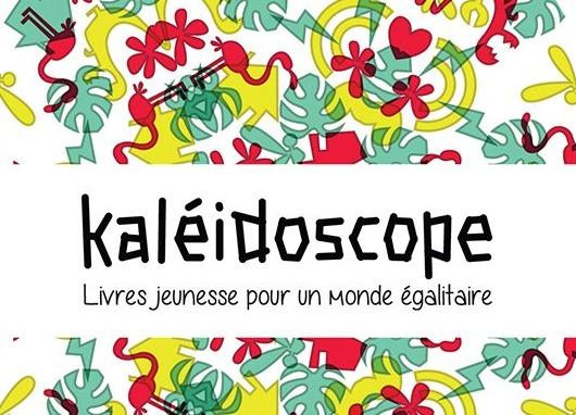 Kaléidoscope - Livres jeunesse pour un monde égalitaire. Sur fond de dessins de fleurs, de coeurs, d'oiseaux, agencés dans quatre directions de manière symétrique (comme un kaléidoscope).