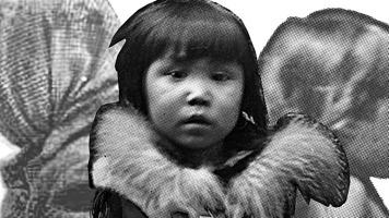 Photo : découpure d'une photo d'une jeune fille inuït. Derrière elle, profil de deux autres personnes en photo plus grise et pâle.