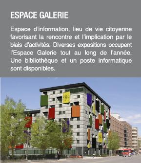 Photo de l'immeuble original : des grands carrés de couleur ressortent du bâtiment. Espace galerie : espace d'info, lieu de vie citoyenne favorisant la rencontre et l'implication par le biais d'activités.