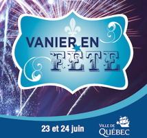 Affichette officielle sur fond d'une explosion d'un feu d'artifice mauve. Fleur de lys bleu clair sur fond bleu ciel. Ville de Québec