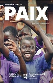 Affiche pour 2018 sur fond d'une photo d'une dizaine de jeunes Africains souriants, les bras levés, devant la caméra. Ensemble pour la PAIX.</body></html>
