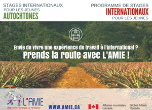 Affiche : photo d'un grand champ agricole. « Prends la route avec l'AMIE ! ». Les stages ont aussi un volet pour les jeunes autochones.