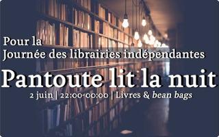 Affichette sur fond d'une photo d'étagères hautes de livres, avec un éclairage minimale, un peu sombre mais chaleureux.