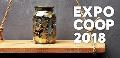 Affichette : photo d'un pot de verre rempli de pièces de monnaie, placé sur une étagère tenue par deux grosses cordes.