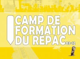 Affichette sur fond jaune : forme d'un gros crayon blanc tenu vers le bas.