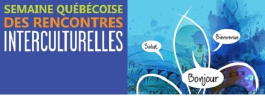 Bannière: peinture de couches bleutées ; Fleur de Lys blanche ; bulles de paroles « Salut » « Bonjour » « Bienvenue ». Semaine québécoise de rencontres culturelles. Lettres grandes de couleurs différentes.