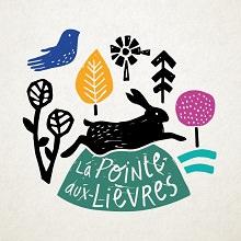 Logo La Pointe-aux_Lièvres : un lièvre noir sautant par dessus, dessins d'une plante sauvage, d'une feuille, d'un arbre rose, d'un oiseau bleu.