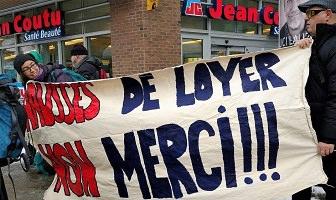 Photo : manif à Québec près du Jean Coutu de la basse-ville. Deux personnes tiennent une bannière : « Hausses de loyer NON MERCI !!!</body></html>