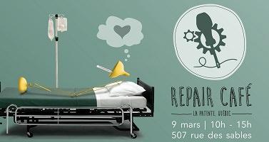 Affichette : un lit d'hôpital dans une salle verte pâle. Une grande lampe est allongée sur le lit. Logo : un tournevis, pointé vers le bas, traverse deux engrenages.