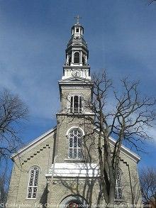 Photo du devant de l'église, incluant l'ensemble du pignon et clocher !