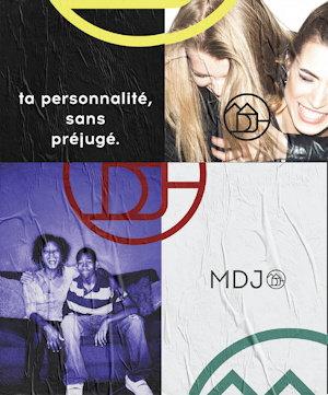 Affichette : « ta personnalité sans préjugé - MDJ ». Deux photos : deux jeunes femmes blondes riant, une sur les épaules de l'autre. Une jeune femme et un jeune homme sur un divan. Elle/il ont la peau foncé et les cheveux frisés. Logo MDJ ici et là : dessin comme deux maisons fusionnées.