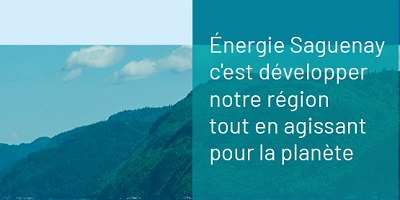 Bannière officielle sur fond d'une photo d'une colline verte : « Énergie Saguenay c'est développer notre région tout en agissant pour la planète ».