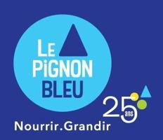 Logo : cercle bleu ciel sur fond bleu-mauve foncé. Un petit triangle, comme un toit, au-dessus du nom. « Nourrir / Grandir. 25 ans »