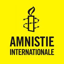 Logo sur fond jaune d'Amnistie internationale - AI. Dessin d'une chandelle entourée d'un fil de barbelé.