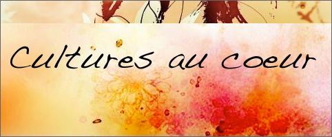 Cultures au coeur. Lettrage style manuscript, sur fond de peinture de style fleur rouge-orange.