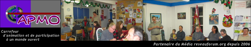 Bannière pour le CAPMO : Carrefour d'animation et de participation à un monde ouvert - Partenaire du Média reseauforum.org depuis 2006. Logo et deux photos : 1. des gens soupent ; plusieurs tables ; décorations de Noël ; 4 femmes / 6 hommes ; babillard derrière avec plusieurs affiches et le nom Carrefour Cardijn. 2. des hommes et un enfant assis sur des chaises en cercle ; l'animateur est Yves Carrier ; présentoir à dépliants. 3. le logo modifie le mot CAPMO pour que le C ressemble à une spirale à travers la quelle on voit la planète Terre.