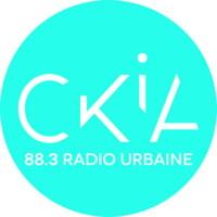 Logo: cercle rempli de la couleur turquoise. « CKIA 88,3 radio urbaine »