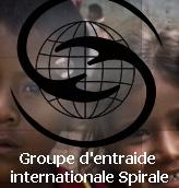 logo : deux traits ressemblant à des mains s'étirent pour se rejoindre, formant un S, sur un globe terrestre. En fonds, on voit la photo de deux visages d'enfants latino-américain souriants.