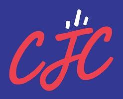Logo 2019 : les lettres CJC en rouge rosé sur fond violet foncé. Trois petits lignes dynamiques au-dessus du j.