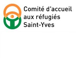 Logo : Comité d'accueil des réfugiés Saint-Yves. Un cercle orange et un cercle vert se juxtaposent. Au centre, ressemble à un bonhomme.