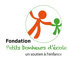 Logo de la Fondation : un bonhomme allumette orange tient la main d'un enfant allumette vert. « un soutien à l'enfance »