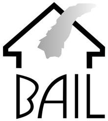 Logo de l'organisme Le Bail : traits noirs épais représentant la pointe d'un toit, d'où sort de la fumée grise. La base de la maison est l'acronyme BAIL.