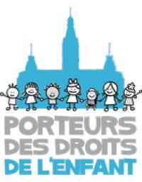 Logo des Porteurs...: devant l'ombre bleu ciel du parlement, sept enfants différents se tiennent pas la main. Dessinés avec des traits simples et ronds.