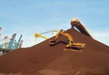 Photo : petite montagne de fer, comme du sable brun-rouge. Source: Arrimage Québec, via Quebec Hebdo.
