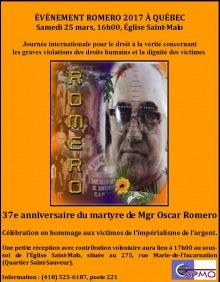 Affiche sur fond orange : portrait de M. Romero sur fond d'une photo d'une foule rassemblée à son honneur post mortem. Une fleur jaune repose sous son portrait. Les détails sont transcrits dans l'annonce.