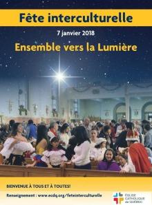 Affiche sur fond d'une photo d'une église pleine de familles latino-américaines fêtant Noël. Une étoile scintillante est ajoutée avec un ciel étoilé. « Ensemble vers la Lumière » Logo : Église catholique de Québec.
