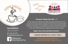 Affichette sur fond blanc et gris : dessin d'une tasse de café fumante. Logo : cinq torses de petits personnages ronds simples qui partagent une bulle de pensée. Les personnages sont de couleur mauve, orange, gris, mauve, rose.