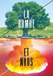 Affiche officielle du film : en haut, un arbre, en bas l'image inversée d'une explosion nucléaire (ledit champignon, mais à l'envers). L'arbre est vert, large, et très feuillu. Au bas, l'explosion est sur fond rose-rouge.
