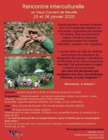 Affiche sur fond rouge un peu rosé : photo de mains tenant un vieux vase brisé et photo de gens en cercle l'été sur un terrain très vert. Tous les détails sont transcrits dans l'annonce ici.