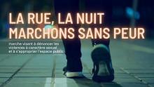 Affichette sur fond d'une photo d'un pair de jambes/pieds marchant, en jeans noir. « marche visant à dénoncer les violences à caractère sexuel et à s'approprier l'espace public ».