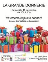 Affiche sur fond blanc : trentaine de boîtes de cadeaux colorés avec des boucles sur les dessus. Logo : Friperie La Corde à linge ; Joujouthèque Basse-Ville ; CommunAction Saint-Roch Saint-Sauveur.