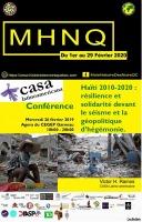 Affiche sur fond noir et jaune : photo de maisons détruites et gens vivant sur la boue. Logo de la CASA latinoaméricana. Logo d'une trentaine de partenaires !