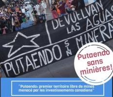 Affichette : photo d'une manifestation vue de la bannière de front.  Elle est noire est dit « Putaendo sin minera. De vuelvan las aguas » (traduction: Putaendo sans mines. Retournez-nous l'eau).