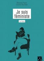 Page couverture sur fond turquoise : dessin d'une femme assise dans un fauteuil, les jambes croisées, en pieds de bas de laine, lisant un livre noir intitulé « Je suis féministe ». - Marianne Prairie et Caroline Roy-Blais.